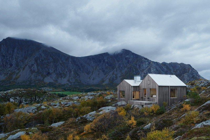 Casa Contemporánea en Noruega esculpida dentro de un terreno áspero